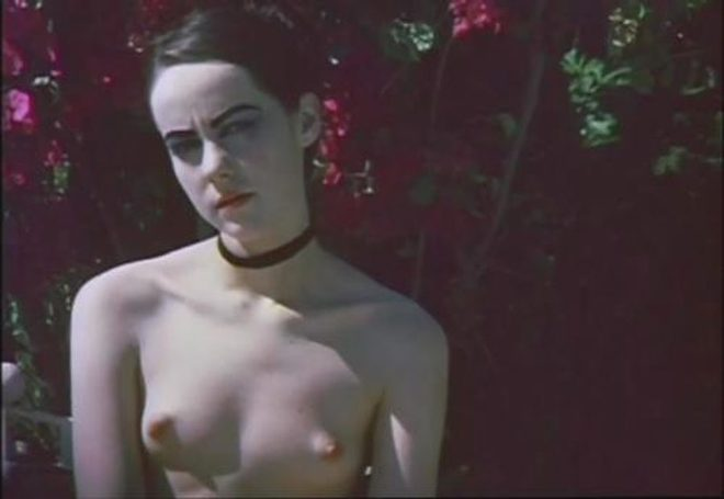 Jena Malone Shows Her Tits In The Painted Lady At Movienco