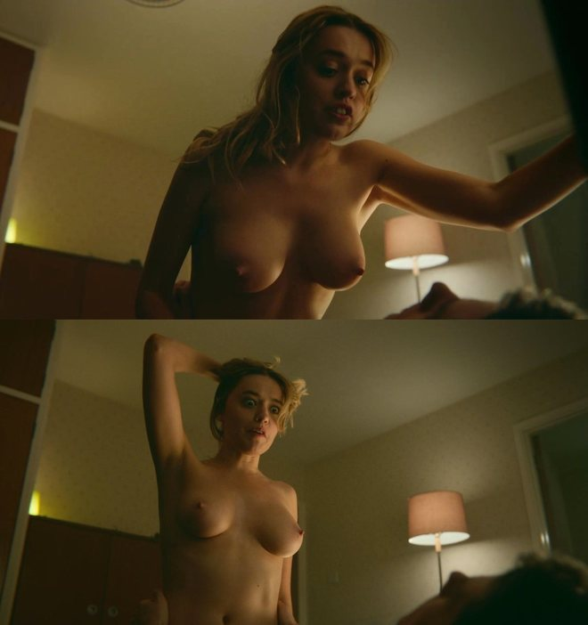 Aimee Lou Wood naked showing her breasts in 'Sex Education'