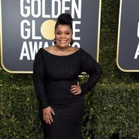 Yvette Nicole Brown at the Golden Globes 2019 red carpet