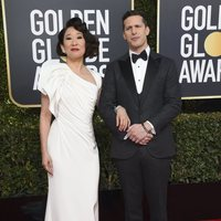 Andy Samberg and Sandra Oh at the Golden Globes 2019 red carpet