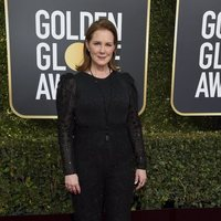 Elizabeth Perkins on the red carpet at the Golden Globes 2019