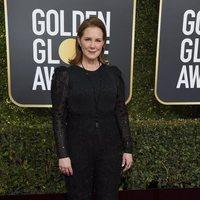 Elizabeth Perkins on the red carpet at the Golden Globes 2019