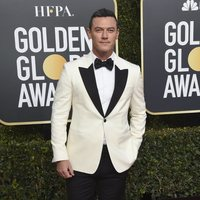 Luke Evans on the red carpet at the Golden Globes 2019