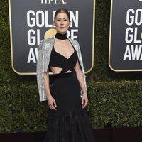 Rosamund Pike at the Golden Globes 2019 red carpet