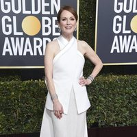 Julianne Moore at the Golden Globes 2019 red carpet