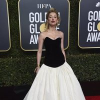 Amber Heard at the Golden Globes 2019 red carpet