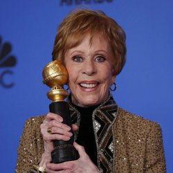 Carol Burnett pose with her Carol Burnett Award
