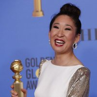Sandra Oh with her Golden Globe for 'Killing Eve'