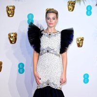 Margot Robbie at the BAFTAs 2019 Red Carpet