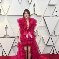 Linda Cardellini on the red carpet at the 2019 Oscars