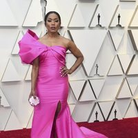 Angela Basset on the red carpet at the Oscars 2019