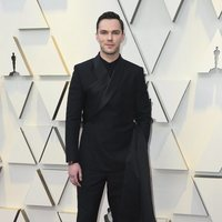Nicholas Hoult at the Oscars 2019 red carpet
