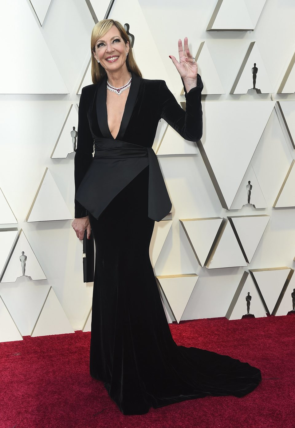 Allison Janney on the red carpet at the 2019 Oscars