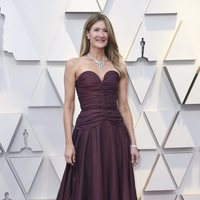 Laura Dern on the red carpet at the Oscars 2019