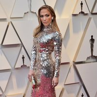 Jennifer Lopez on the red carpet at the Oscars 2019
