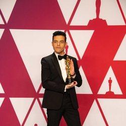 Rami Malek poses with his Oscar
