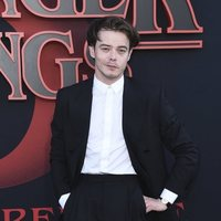 Charlie Heaton in the 'Stranger Things' Season 3 Premiere