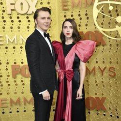 Paul Dano y Zoe Kazan at the Emmy 2019 red carpet