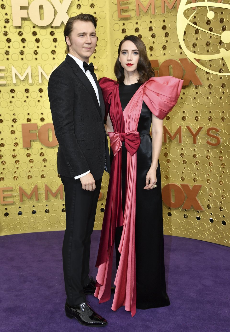 Paul Dano y Zoe Kazan at the Emmy 2019 red carpet