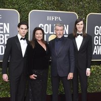 Pierce Brosnan and his family at the Golden Globes 2020 red carpet