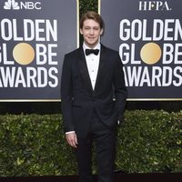 Joe Alwyn at the 2020 Golden Globes red carpet