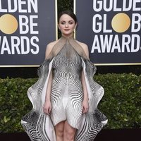 Joey King at the Golden Globes 2020 red carpet