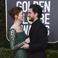 Kit Harington and Rose Leslie at the Golden Globes 2020 red carpet
