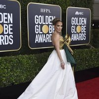 Jennifer Lopez at the Golden Globes 2020 red carpet