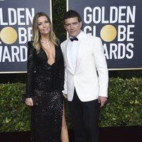 Antonio Banderas y Nicole Kimpel at the Gloden Globes 2020 red carpet