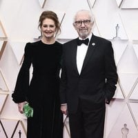 Jonathan Pryce on the red carpet at the 2020 Oscar Awards