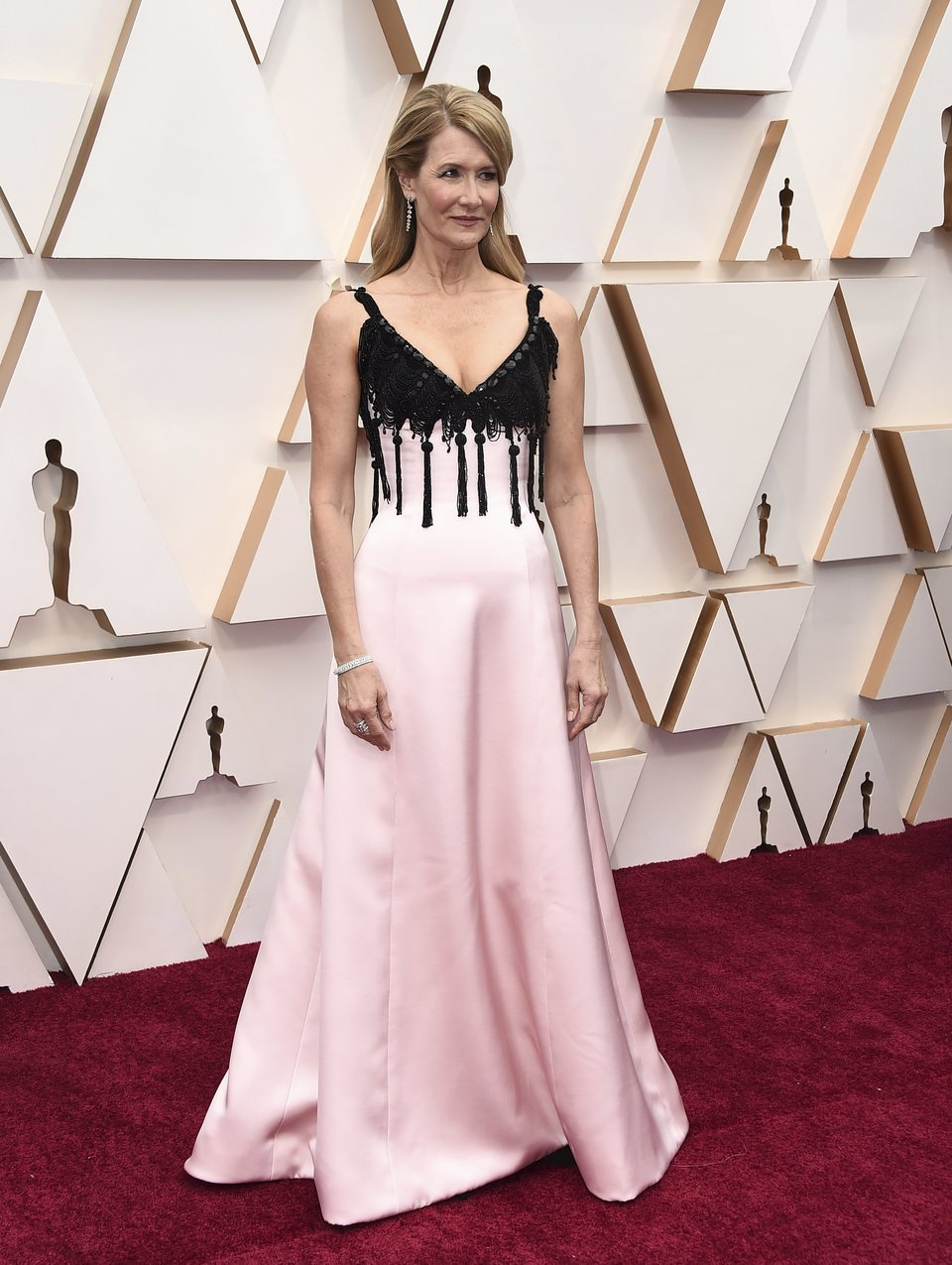 Laura Dern at the Oscar 2020 red carpet