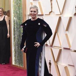 Olivia Colman at the 2020 Oscar red carpet