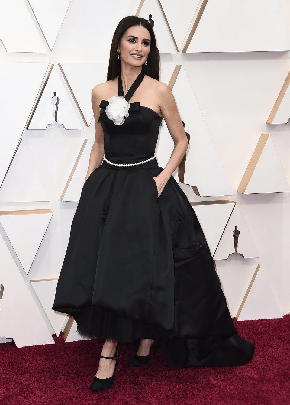Penélope Cruz at the Oscar 2020 red carpet