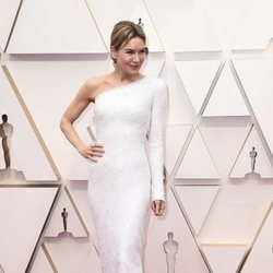 Renee Zellweger on the red carpet at the 2020 Oscar Awards