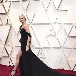 Charlize Theron on the red carpet at the 2020 Oscar Awards