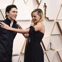 Margot Robbie y Timothée Chalamet on the red carpet at the 2020 Oscar Awards