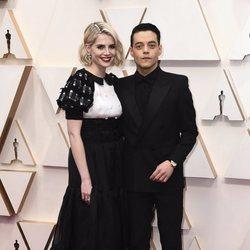 Rami Malek y Lucy Boynton on the red carpet at the 2020 Oscar Awards