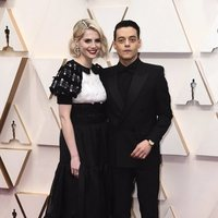 Rami Malek y Lucy Boynton on the red carpet at the 2020 Oscar Awards