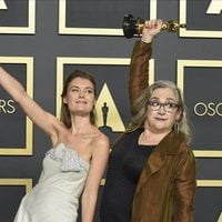 Elena Andreicheva and Carol Dysinger with their Oscar for Best Documentary Short Film