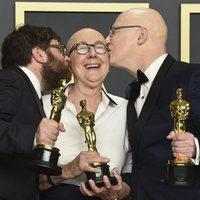 Steven Bognar, Julia Reichert and Jeff Reichert with their Oscar for Best Documentary Film