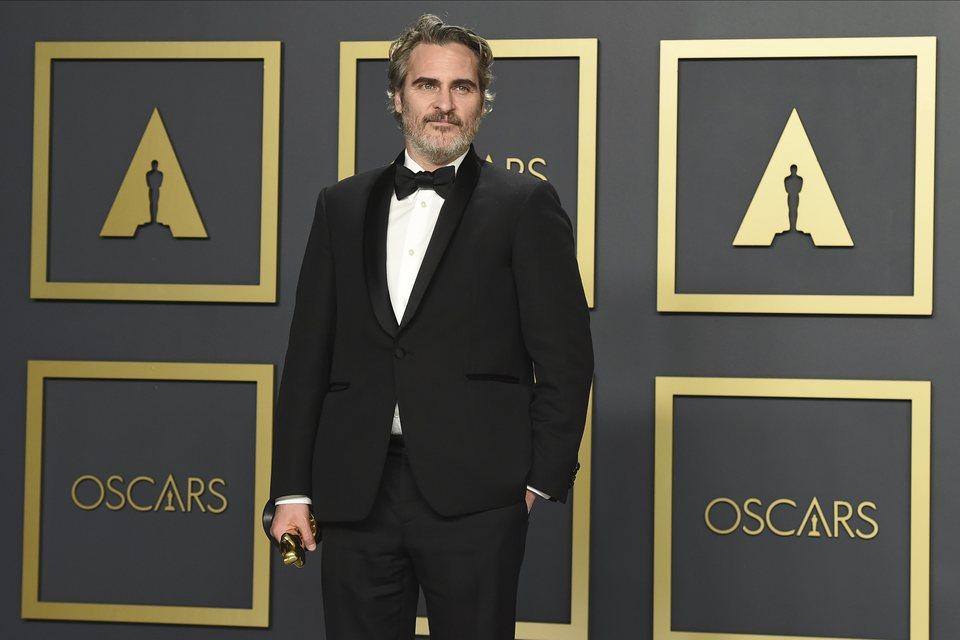 Joaquin Phoenix with his Best Actor Oscar for 'Joker'