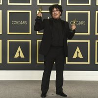 Bong Joon-ho poses with his Oscars for 'Parasite'