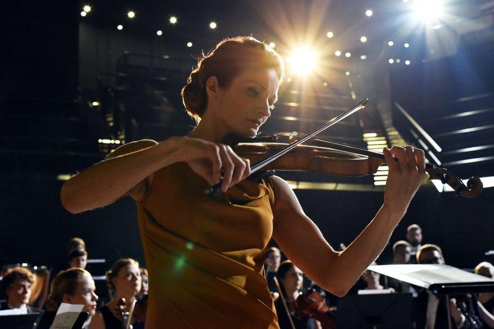 The Violin Player, fotograma 4 de 10