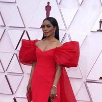 Angela Bassett at the Oscars 2021 red carpet