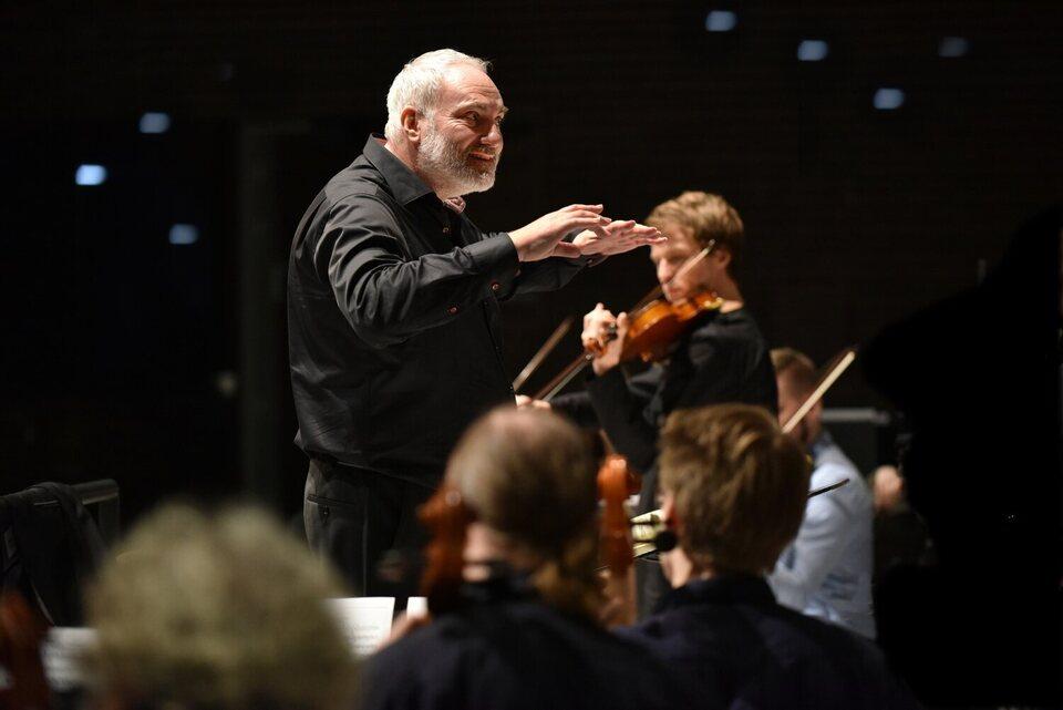 The Violin Player, fotograma 5 de 10