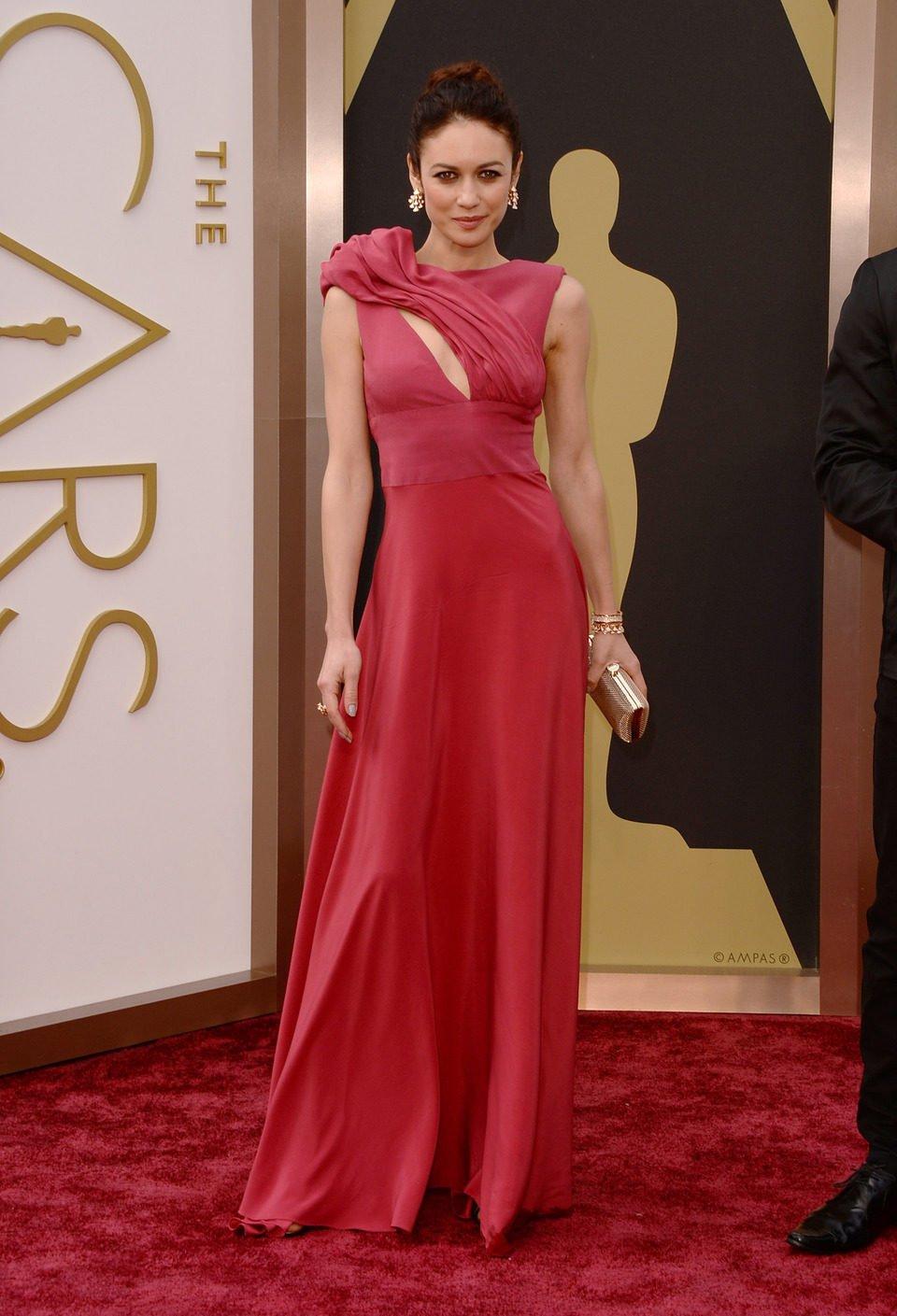 Olga Kurylenko at the 2014 Oscars red carpet