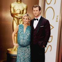 Elsa Pataky and Chris Hemsworth at the 2014 Oscars