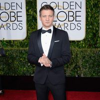 Jeremy Renner at the Golden Globes 2015 red carpet