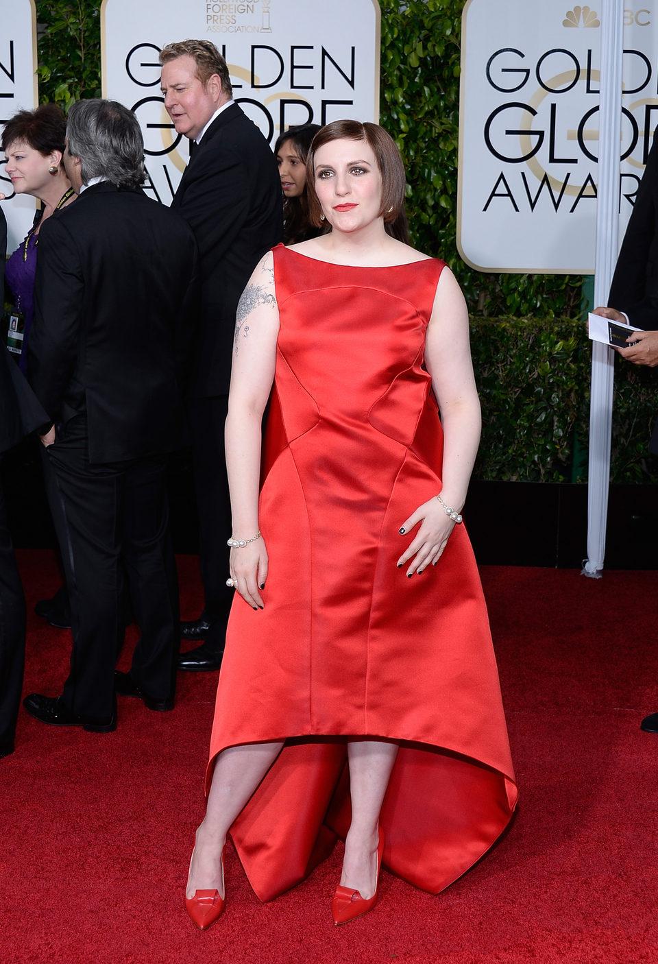 Lena Dunham at the Golden Globes 2015 red carpet