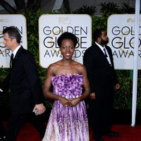 Lupita N'yongo at the Golden Globes 2015 red carpet
